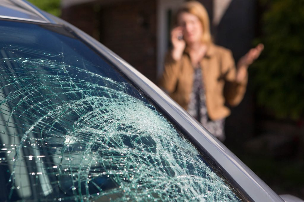 Should You Repair or Replace Your Broken Windscreen | Instant Windscreens