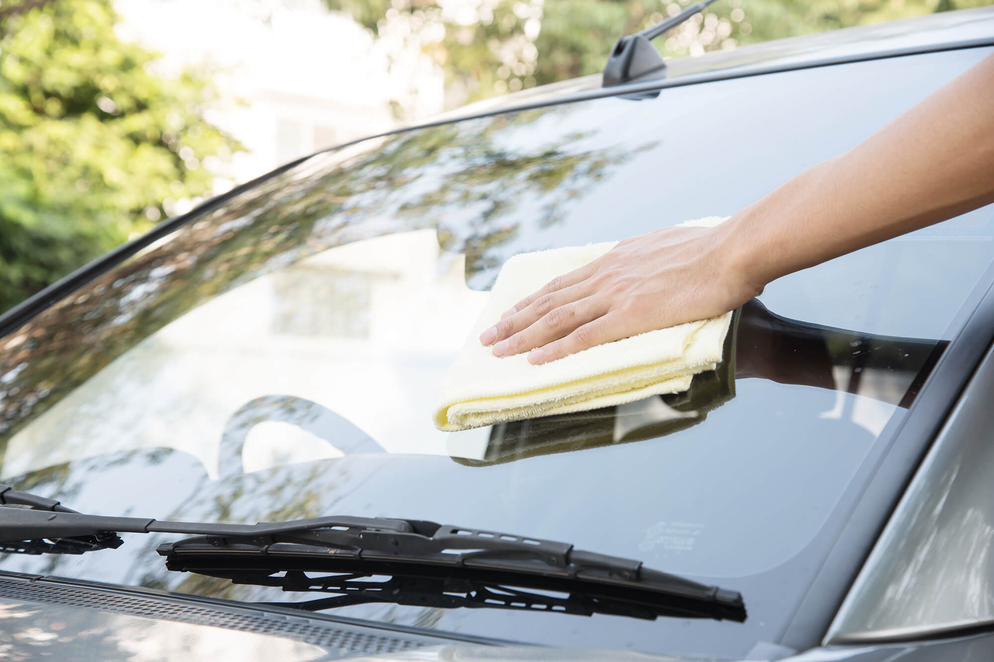 Mistakes to Avoid When Cleaning Your Cars Windows | Instant Windscreens